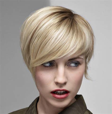 coupes courtes femmes 2018 coupe femme courte 2018 automne hiver d 233 couvrez les tendances coupe et coiffure de la saison