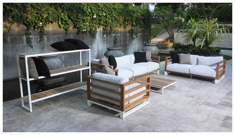 Pallet Settee by Bermudafied 3 Seater Sofa Premiere Couture Outdoor