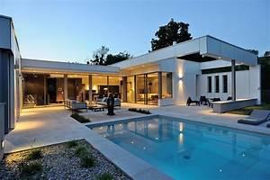 Villa en france arts et voyages for Charming transat de piscine design 10 villa en france arts et voyages