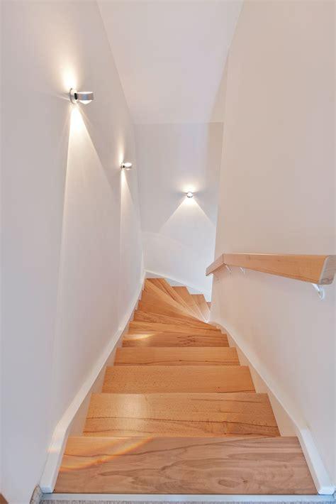 Wandleuchten Für Treppenaufgang by Nat 252 Rliche Treppenstufen Mit Dezenter Beleuchtung Der