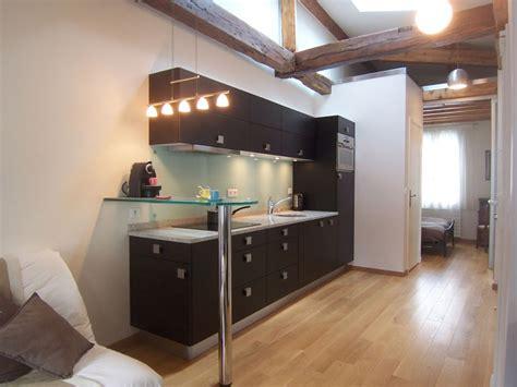 cuisine couloir une cuisine équipée dans un couloir inspiration cuisine