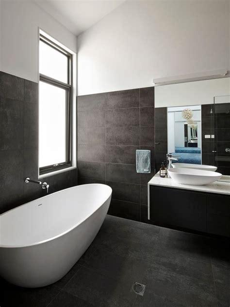 Moderne Badezimmer Fliesen Höhe by Die Besten 25 Dunkle Badezimmer Ideen Auf