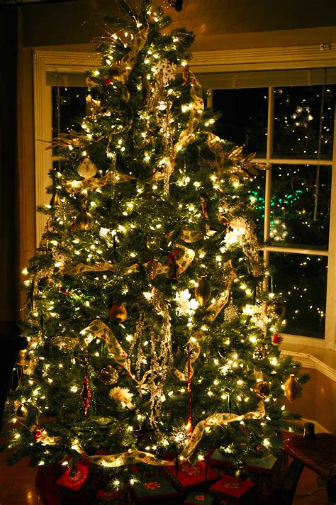 decorating  designing  christmas tree