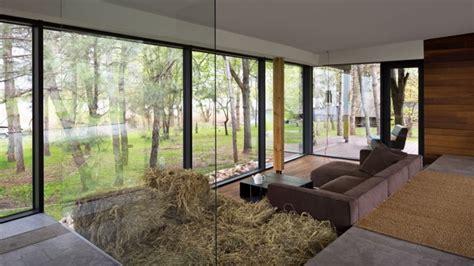 effet beton sur carrelage mural carrelage effet b 233 ton cir 233 et plancher en bois dans une aire ouverte