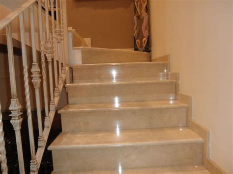 revestimiento escalera de marmol en valencia