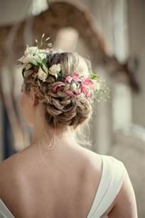 couronne de fleur mariage le chignon tressé 35 idées qui vont vous charmer archzine fr