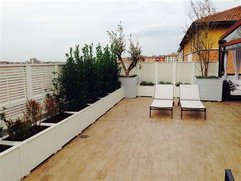 fioriere per terrazzo terrazzo con fioriere e frangisole realizzato da www