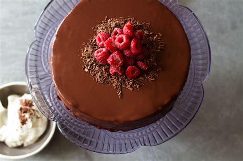 cuisine dessert sachertorte chocolate apricot cake with chocolate