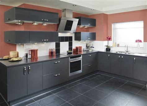 cuisine sol blanc cuisine gris anthracite 56 idées pour une cuisine chic