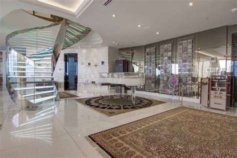 opulent duplex penthouse  remarkable views  difc