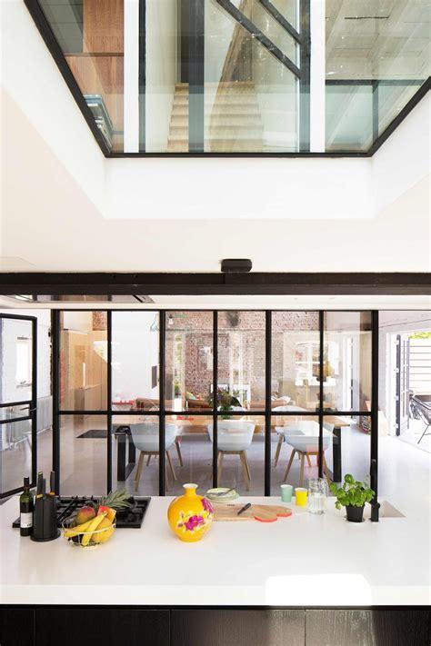 cuir pour canapé verrière style atelier dans un loft rénové