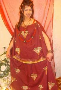 Robe chaoui une tenue berbere traditionnelle et moderne for Vente robe chaoui