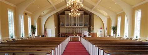 salisbury presbyterian church a congregation with a 252   cropped Sanctuary Easter