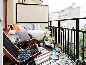 Balkongestaltung Kleiner Balkon : balkontisch verwandelt den balkon in einen verlockenden platz ~ Frokenaadalensverden.com Haus und Dekorationen