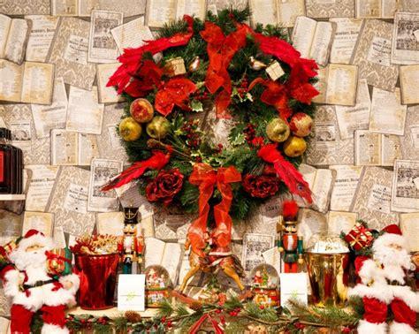 christmas wreath  fireplace  stock photo public