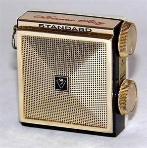 Vintage Standard Micronic Ruby Minature Transistor Radio   U2026