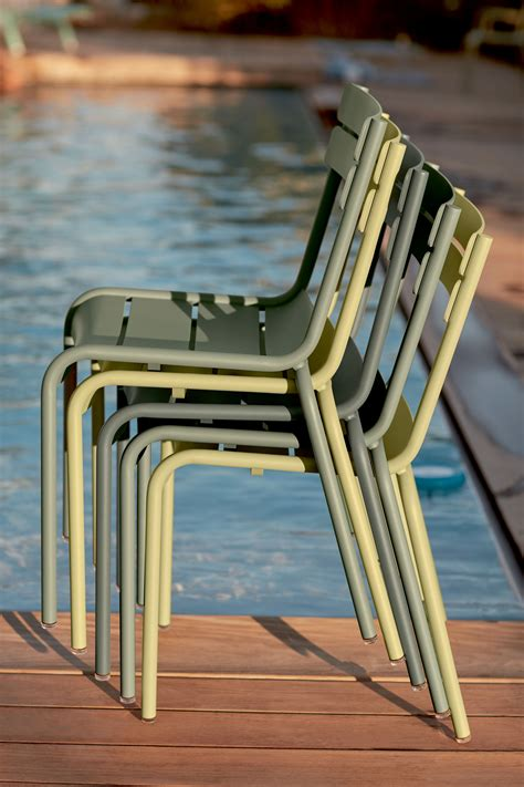chaise fermob luxembourg on aime un joli camaïeu de verts tout en subtilité et