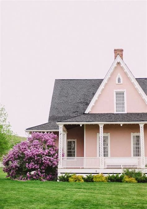 10 Bold Colors To Paint Your Home's Exterior