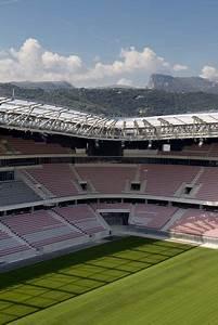 Wilmotte Et Associés : vue sur les gradins et le terrain stade de football ~ Voncanada.com Idées de Décoration