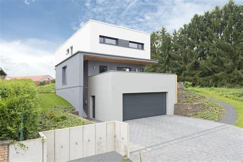 Haus 7m Breit by Haus Wollschl 228 Ger Bauhaus In Hanglage