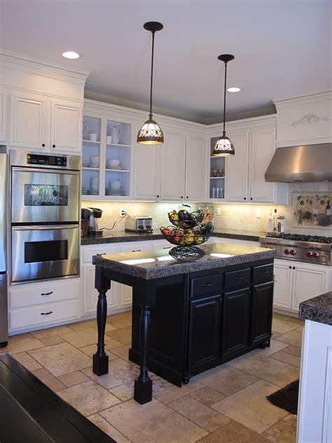 hanging lights  island  kitchen