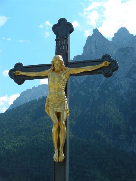 jesus  kreuz  mittenwald vor der westlichen