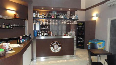 Foto Arredamento Bar Moderno.Gallery Of Mobile Bar A Casa Per Brindare E Fare Festa Con Amici E