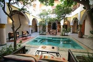 Innenhof Spanischer Häuser : central courtyard house swimming pool google search moroccan decor pinterest bungalow ~ Udekor.club Haus und Dekorationen