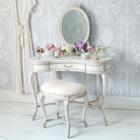 beautiful wallpaper ideas with vintage white dressing