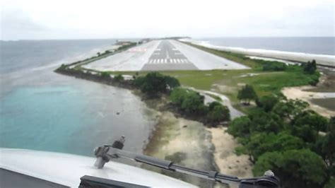 Majuro Atoll B737 landing - YouTube