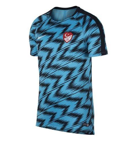 Die nationalmannschaft der türkei spielt in der gruppe a um die qualifikation zur europameisterschaft 2016 in frankreich. Kaufe T-Shirt Die Türkei Fussball 2018-2019 (Blau)