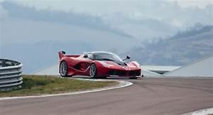 Ferrari Fxx K Prix : vid o sebastian vettel comme un enfant bord de l 39 hypercar fxx k les voitures ~ Medecine-chirurgie-esthetiques.com Avis de Voitures