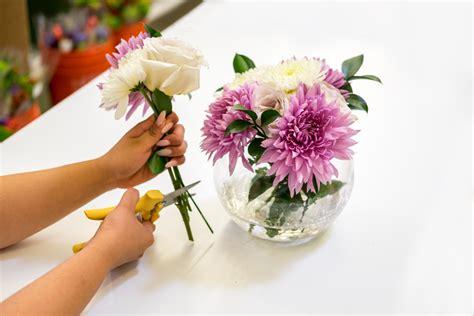 Flower Arranging Vases by How To Arrange Flowers 6 Diy Floral Arrangements