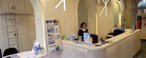 Ufficio Turistico Livigno - tirano i biglietti di treno e all ufficio turistico