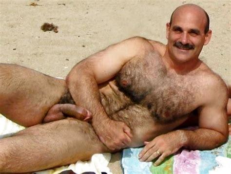 homens peludos maduros e balangando machos ao natural