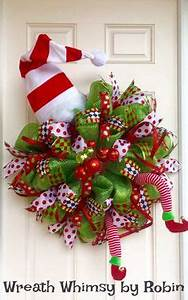 red holiday wreath