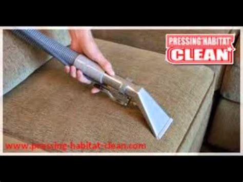 tache de pipi sur canapé comment nettoyer un fauteuil ou canapé tissus taché de