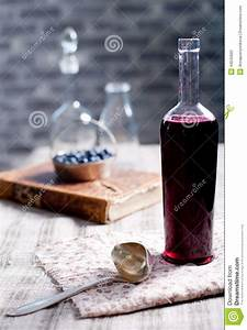 Désherber Avec Du Vinaigre : vieille bouteille de vin avec du vinaigre fait maison de ~ Melissatoandfro.com Idées de Décoration