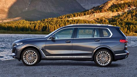 Robb Report Previews Bmw X7 Is New 3-row Suv
