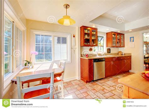 cuisine plancher bois cuisine en bois de cerise avec du charme avec le plancher