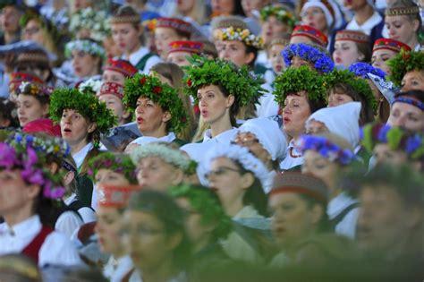 Dziesmu un deju svētki izskanējuši visā pasaulē — Latvija 100