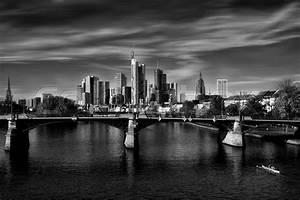Skyline Frankfurt Bild : die skyline von frankfurt in sw bearbeitung stockfoto colourbox ~ Eleganceandgraceweddings.com Haus und Dekorationen