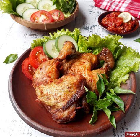 Timun, cilantro bahan potong halus : Ayam Goreng Tulang Lunak Istimewa Tanpa Presto - Resep | ResepKoki