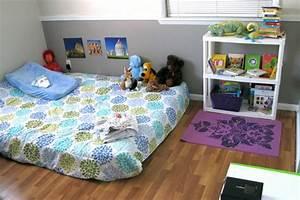1001 idees pour amenager une chambre montessori With tapis chambre bébé avec canapé lit avec bon matelas