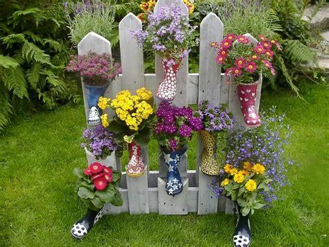 Garten Deko Le by Gummistiefel Bepflanzt An Palette Gartendeko Garten