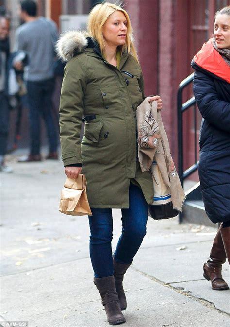 goose canada claire danes parka pregnant jackets winter stars golden kensington coat celeb wearing celebrities york celebrity key low jacket