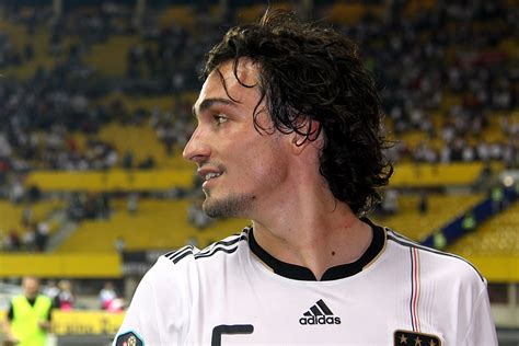Hummels and muller are both resting knee injuries, while gundogan took a blow to the calf. Classify Mats Hummels