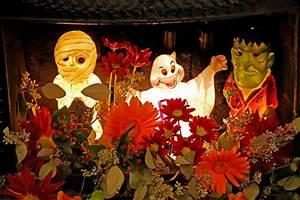 Decoration Halloween Maison : d coration halloween pour un jardin qui donne la chair de poule design feria ~ Voncanada.com Idées de Décoration