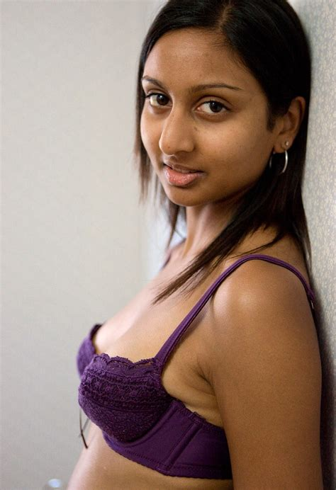 Indian Sex Lounge Slim Teen Showing Her Boops And Panty