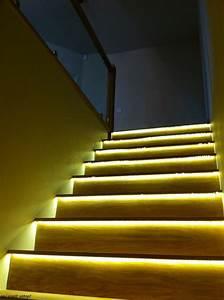Treppenbeleuchtung Led Innen : led beleuchtung treppenwange m bel ideen und home design inspiration ~ Sanjose-hotels-ca.com Haus und Dekorationen